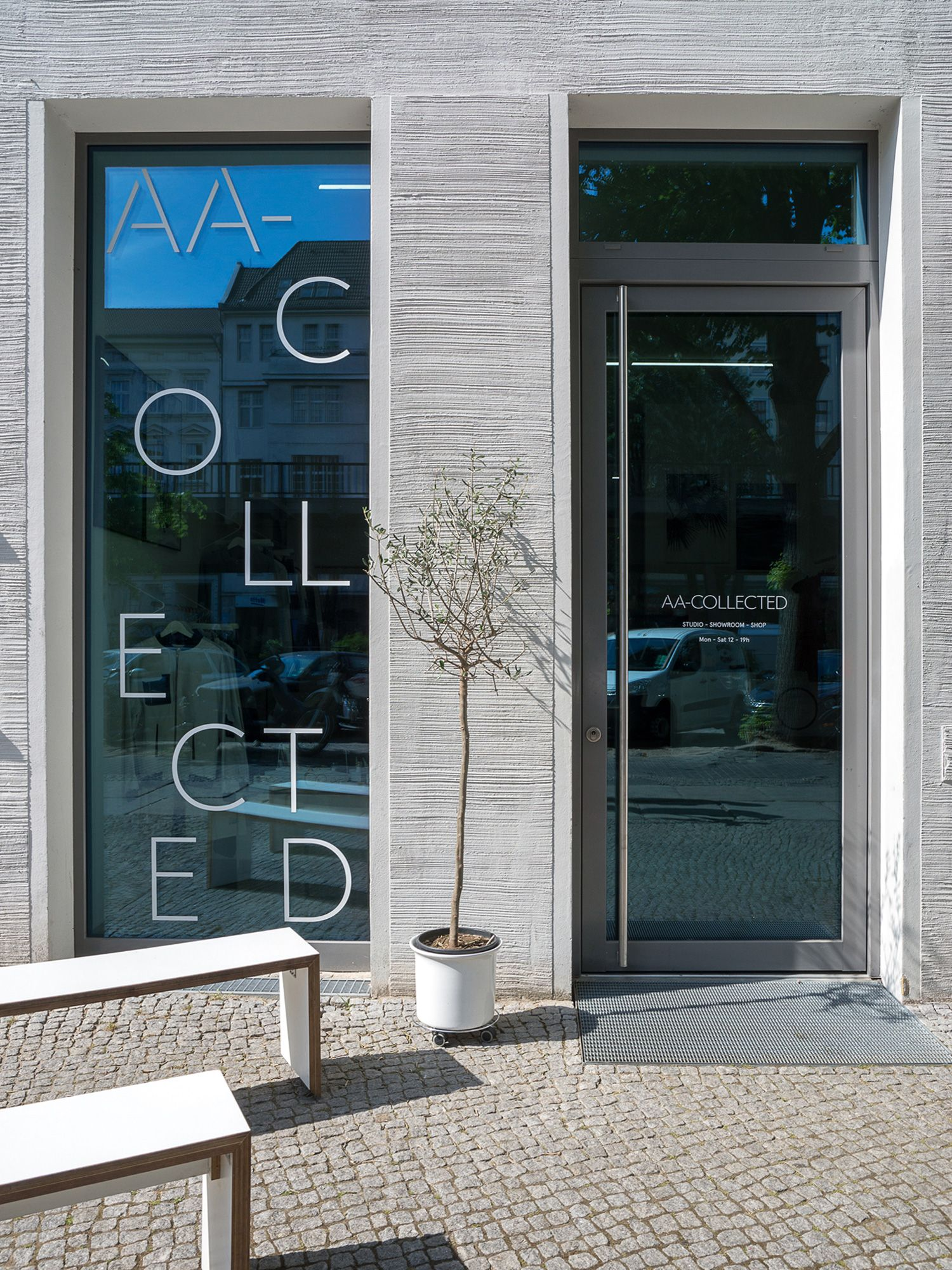 DITTMAR_aa-collected-shop-outside